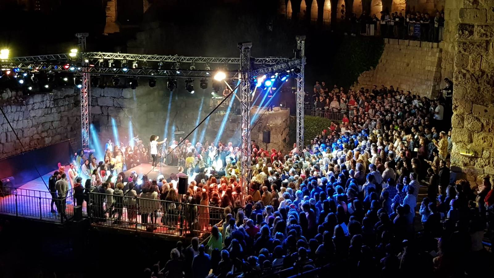 800 Jews, Christians, Muslims sing 'One Love' in Jerusalem