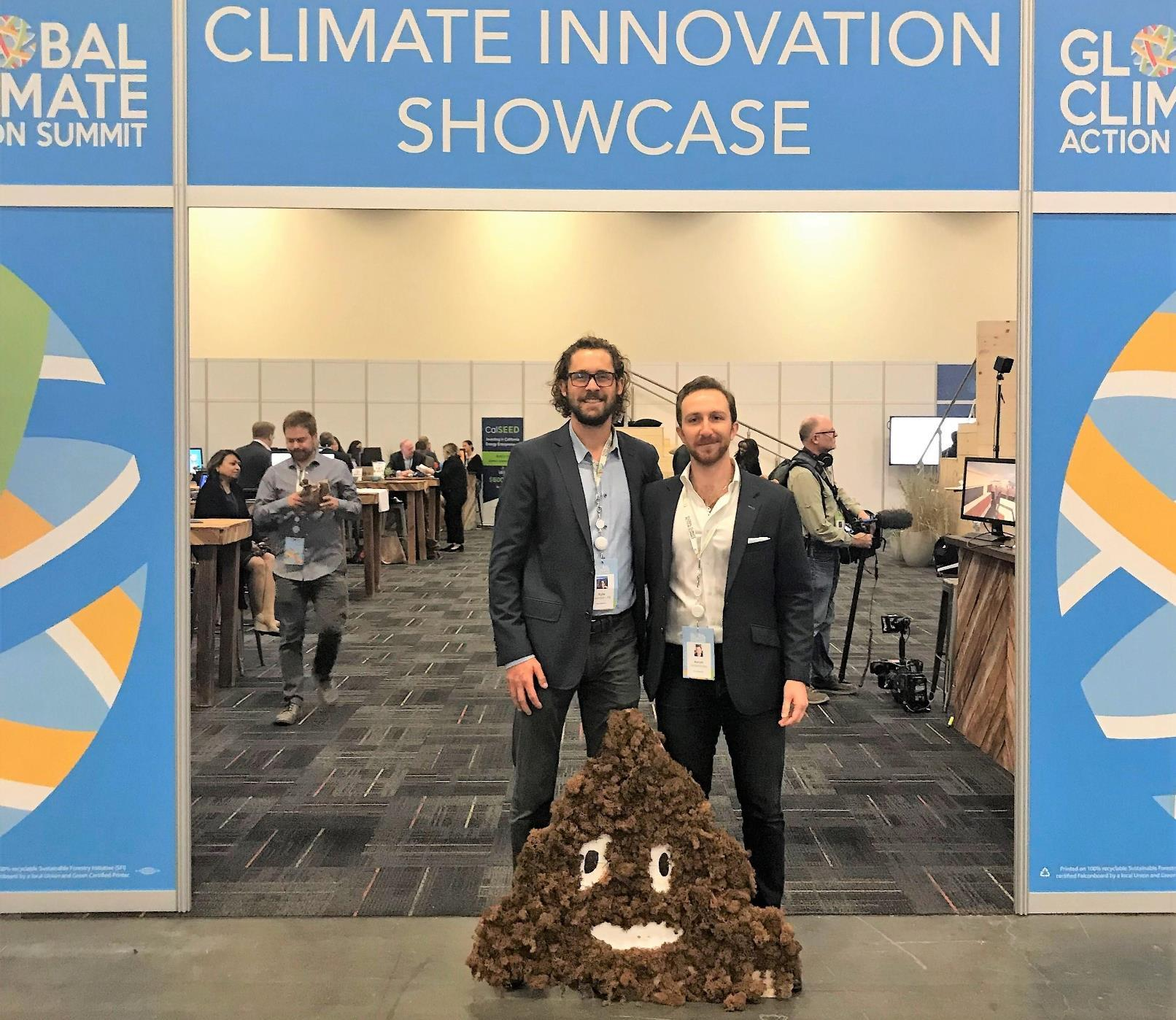 Le PDG d'Epic CleanTec, Aaron Tartakovsky, à droite, et son directeur technique, Kyle Swenson, au Salon Global Climate Action 2018 à San Francisco