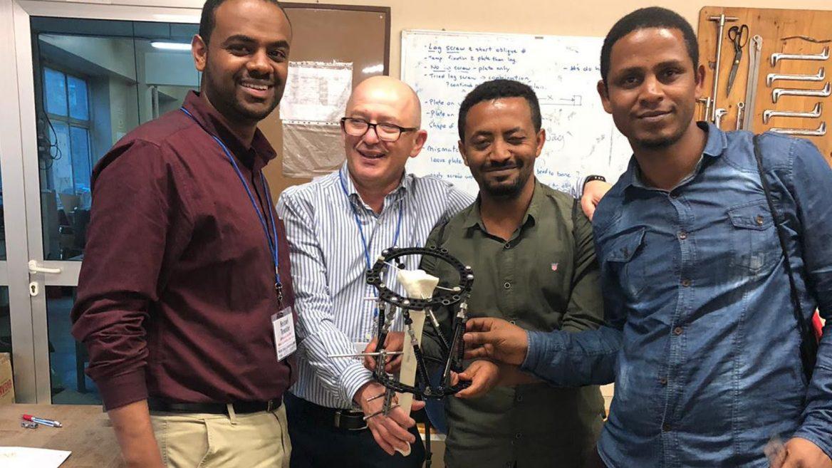 Orthopäde bildet äthiopische Ärzte nach neuesten Methoden aus