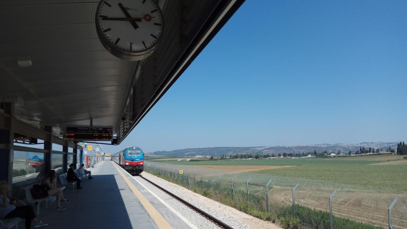 11 delightful day trips on the Israel Railways train