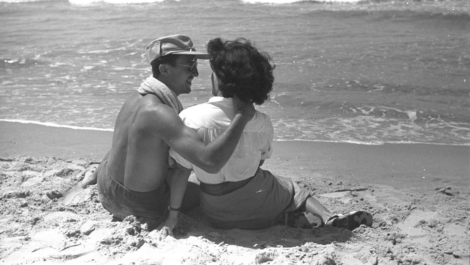Tu b'Av special: 9 sweet photos of Israelis in love