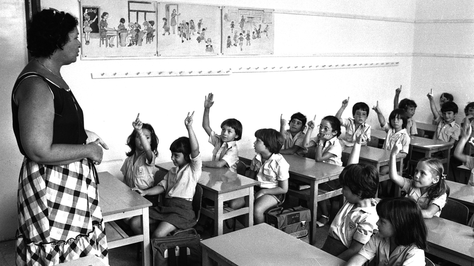 Israeli project seeks clues to old school photo mysteries