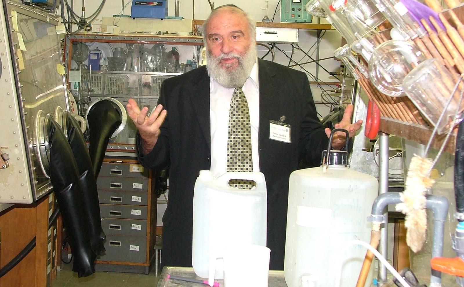 Prof._Doron_Aurbach_in_Lab.jpg