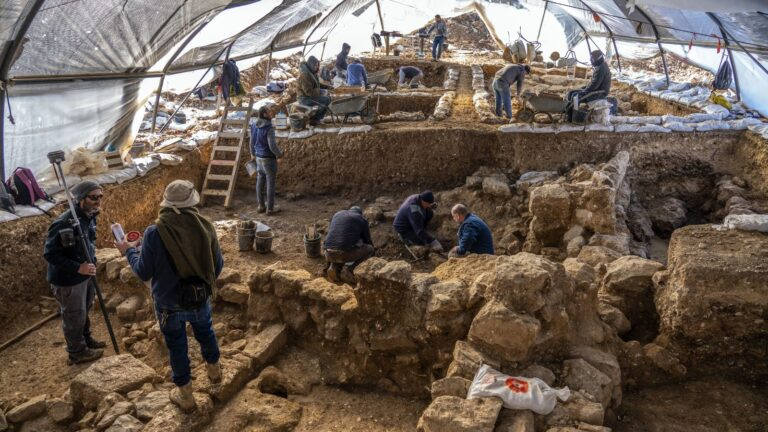 Huge and significant biblical storage center unearthed in Jerusalem -  ISRAEL21c