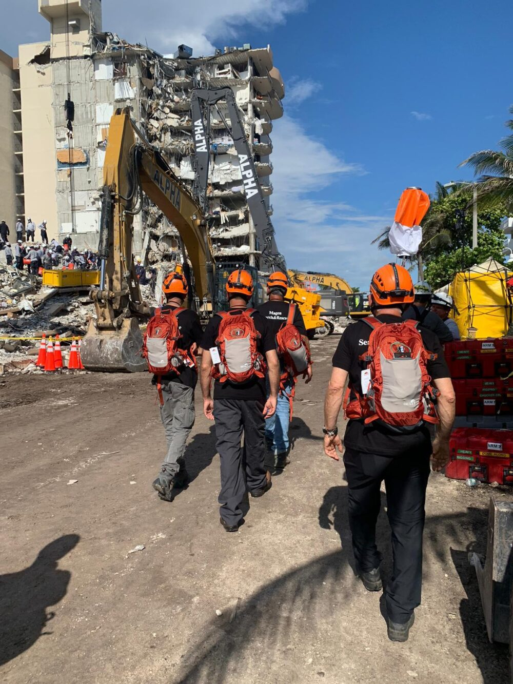 Volunteers from the SmartAID Magen Disaster search-and-rescue unit arriving in Surfside on June 28, 2021. Photo courtesy of SmartAID