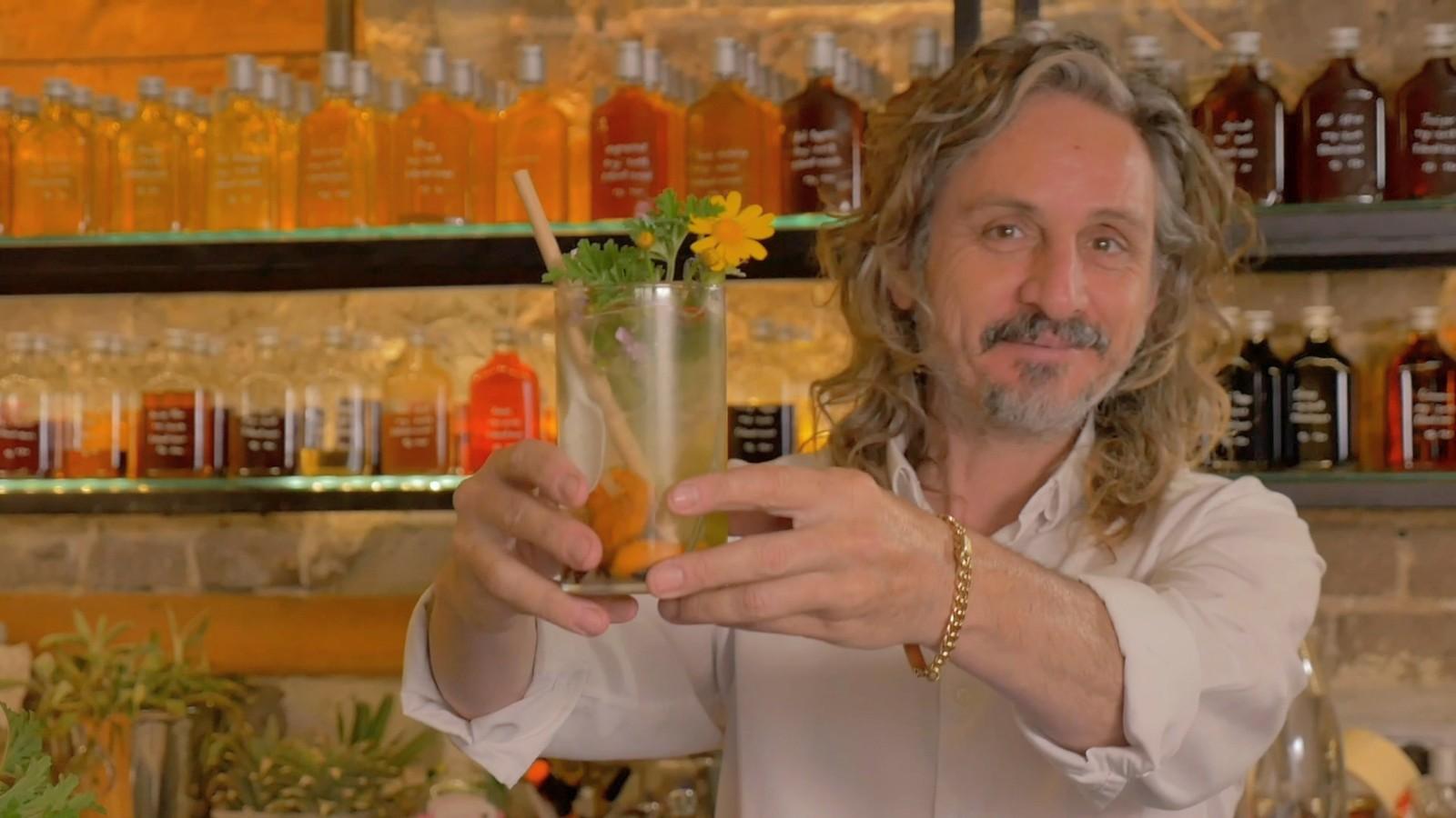 Watch Israel's gazoz master create refreshing fizzy drinks