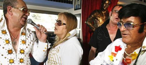 Elvis-Impersonators-Celebrate-at-Elvis-Inn